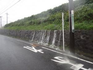 旧IHI社宅からあふれ出す雨水
