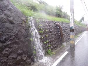 旧IHI社宅からあふれ出す雨水2